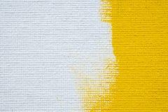 Schmutzgrenzgelbfarbe des abstrakten gelben Hintergrundes umrandet weiße mit weißem Segeltuch, Weinleseschmutz-Hintergrundbeschaf lizenzfreies stockbild