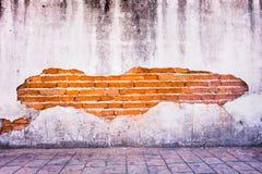 Schmutzhintergrund, der Wand-Beschaffenheit des roten Backsteins helle Gipswand lizenzfreie stockbilder