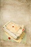 Schmutzhintergrund mit alten Buchstaben Lizenzfreie Stockbilder