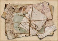 Schmutzhintergrund mit Stapel alten Buchstaben Lizenzfreie Stockfotografie