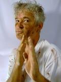 Schmutzige älterer Mann-Karate-Bewegung Stockfotos