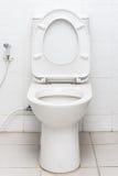 Schmutzige allgemeine Toilette Lizenzfreie Stockfotos
