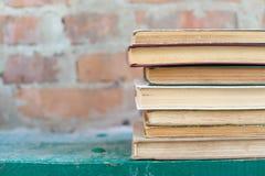 Schmutzige alte abgenutzte Bücher, Hintergrund Lizenzfreie Stockfotografie