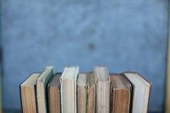 Schmutzige alte abgenutzte Bücher, Hintergrund Stockbild