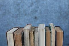 Schmutzige alte abgenutzte Bücher, Hintergrund Lizenzfreie Stockfotos