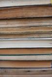 Schmutzige alte abgenutzte Bücher, Hintergrund Stockfotografie