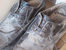 Schmutzige alte Schuhe Lizenzfreie Stockfotografie