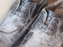 Schmutzige alte Schuhe Lizenzfreies Stockbild