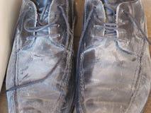 Schmutzige alte Schuhe Lizenzfreies Stockfoto