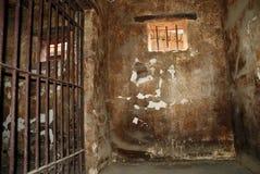 Schmutzige Gefängniszelle Stockfotos