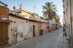 Schmutzige leere Straßenansicht in Kleinstadt, Saudi-Arabien Lizenzfreie Stockfotos