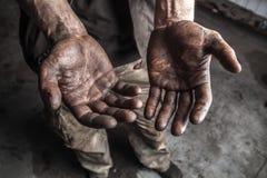 Schmutzige Mannhände Lizenzfreie Stockbilder