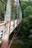 Schmutzige rostige Brücke Stockbilder