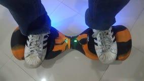 Schmutzige Schuhe Adidas-Superstars Stockfotos