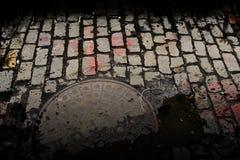 Schmutzige Stadt-Straße Lizenzfreies Stockfoto
