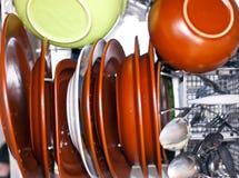 Schmutzige Teller in der Spülmaschine Stockbild