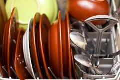 Schmutzige Teller in der Spülmaschine Lizenzfreies Stockfoto