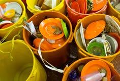 Schmutzige Teller und Schüsseln Stockfoto