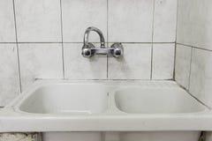 Schmutzige Toilettenfliesen Lizenzfreie Stockfotografie