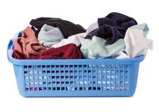 Schmutzige Wäsche des Wäschekorbes sauber lizenzfreie stockfotografie