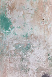 Schmutzige Wand mit defektem Zementputz Lizenzfreie Stockbilder