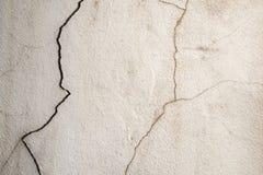 Schmutziger alter gebrochener Betonmauerhintergrund Stockfoto