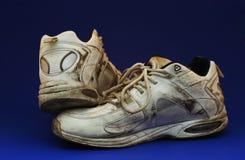 Schmutziger laufender Schuh Stockfotografie