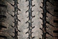 Schmutziger Reifenfußdruck Stockfoto