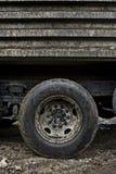Schmutziger schlammiger LKW Stockbild
