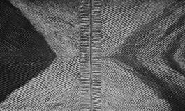 Schmutziger Schwarzweiss-Wandaufzug mit Dreiecken, Abstraktion Lizenzfreie Stockbilder