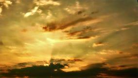 Schmutziger Sonnenaufgang stock footage