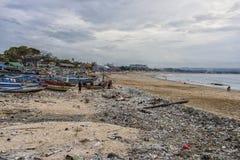 Schmutziger Strand in Bali, Indonesien Lizenzfreie Stockbilder