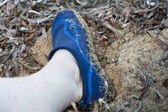 Schmutziger swimmiing Schuh Stockfoto