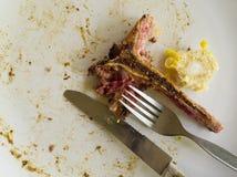Schmutziger und leerer Teller nach Lebensmittel Stockfotografie