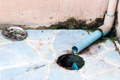 Schmutziges Abflussrohr Stockbild