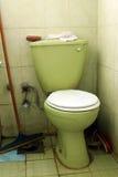 Schmutziges altes Badezimmer Stockfotos