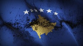 Schmutziges fahnenschwenkendes Kosovo-Schmutzes auf Wind stock abbildung
