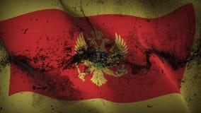 Schmutziges fahnenschwenkendes Montenegro-Schmutzes auf Wind lizenzfreie abbildung