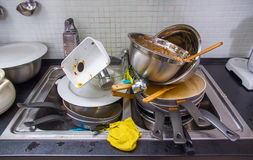 Schmutziges Gerät auf der Küche Stockfotografie