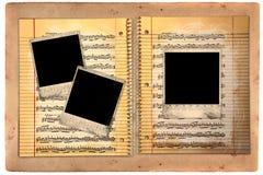 Schmutziges gezeichnetes Schule-Papier mit polaroidfilm-Leerzeichen Lizenzfreie Stockfotos