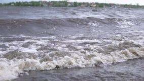 Schmutziges Meer nach einem Sturm stock video footage