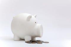 Schmutziges Sparschwein und Münze vom Baby Lizenzfreies Stockbild