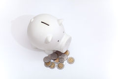 Schmutziges Sparschwein und Münze vom Baby Stockfotografie