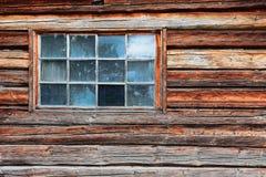 Schmutziges und defektes altes Fenster Stockfotografie