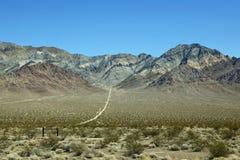 Schmutzpfad, der führt, um Berg, Nevada zu entblössen Stockbild