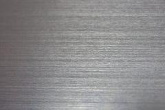 Schmutzsilberne Oberflächenbeschaffenheit mit horizontalen Kratzern Steigungslicht auf moderner Hintergrundbeschaffenheit lizenzfreie stockfotos