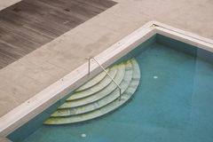 SchmutzSwimmingpool Lizenzfreies Stockbild