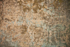 Schmutzwand mit Mörser und Graffiti Stockbild