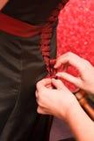 Schnüren herauf das Kleid Stockbild