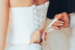Schnüren Sie sich oben Hochzeits-Kleid Stockfoto